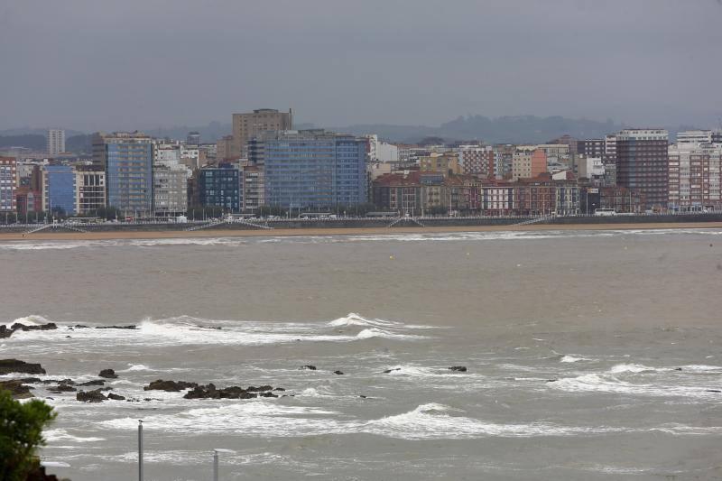 Gijón se recupera de los efectos de la tromba de agua