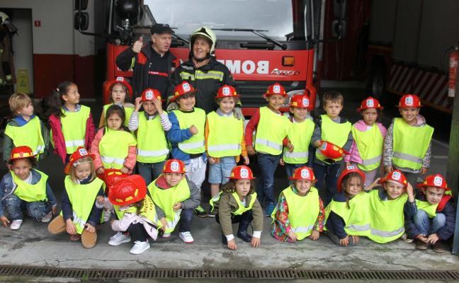 Los pequeños del Novo Mier, bomberos por un día