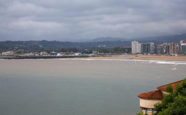 La oposición achaca a «la mala gestión» de Foro en la EMA el problema que «aflora» en la playa