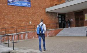 El Juzgado analiza el teléfono móvil del menor de Gijón en busca de pruebas de su presunta relación con una profesora