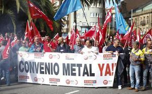 Los trabajadores del metal protestan en Gijón por el bloqueo del convenio