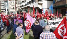 Protesta en Gijón de los trabajadores del metal por el bloqueo del convenio
