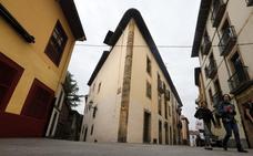 El plan de limpieza de fachadas de El Antiguo elimina grafitis de un total de 175 edificios