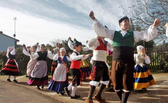 «Las administraciones deben apoyar más el folclore por ser nuestra cultura»