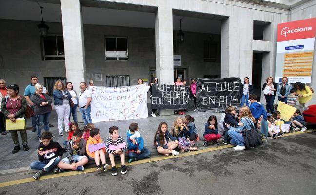 Padres y alumnos de Figaredo y Sotrondio salen a la calle por los recortes en Educación