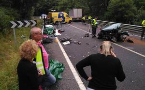 Tres muertos al chocar un coche y un camión en San Tirso de Abres