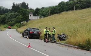 Fallece un motorista en Tineo en una colisión frontal