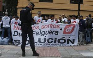 Concentración de los trabajadores de Duro: «Queremos ponerle cara a este conflicto»