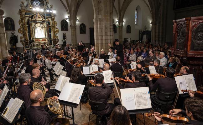 La OSPA deleita en Llanes con Mozart y Strauss