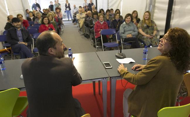 Pilar Sánchez Vicente recorre Cimavilla a través de sus 'Mujeres errantes'