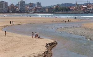 Los últimos análisis de las aguas de las playas de Gijón dan una calificación de «excelente»