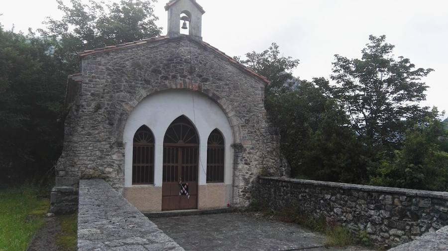 Roban la imagen de la Virgen del Carmen y el resto de tallas de la capilla de Mián de Amieva