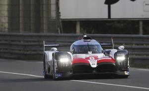 El Toyota del equipo de Alonso logra la victoria en Le Mans