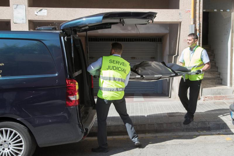 Un hombre mata a su pareja en Badalona y se entrega