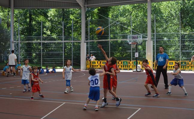 Cerca de 500 jugadores disputan la final de la Liga Baby Basket en Cangas