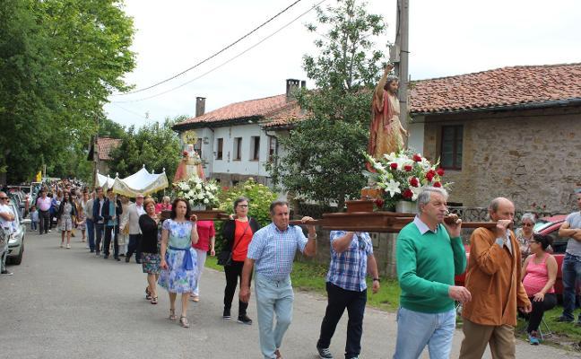 Castiello procesiona por San Juan