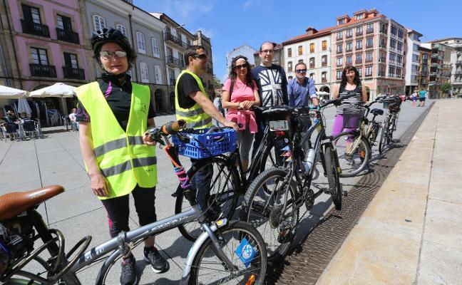 Bici-vermú urbano por las calles de Avilés