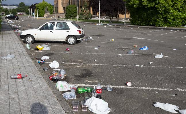 Emulsa señala que la limpieza del 'botellón' en el campus compete a la Universidad