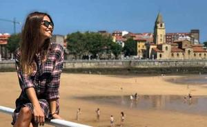 El merecido descanso de Lara Álvarez en Gijón