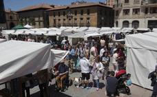 Mercado de artesanía en la Catedral de Oviedo