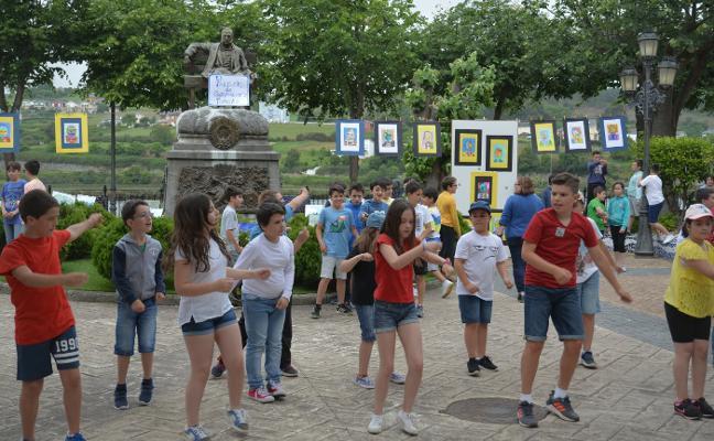 Los alumnos del colegio Ramón de Campoamor sacan el arte a la calle