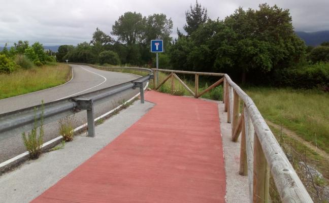 El Ayuntamiento reclamará a Carreteras que señalice la senda de la avenida de Pando