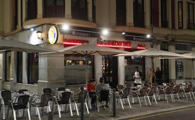Detenido el hombre que intentó apuñalar a otro en una terraza de Gijón