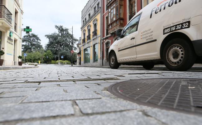 IU denuncia el progresivo hundimiento del firme de varias calles de la Pola