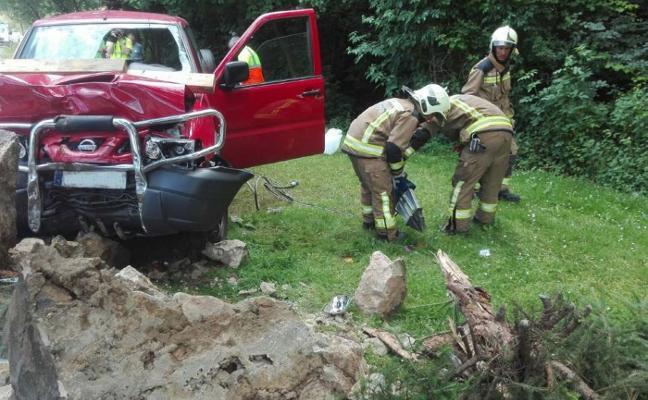 Un conductor resulta herido grave tras impactar contra una fuente en Malpica
