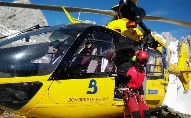 Rescatados cuatro montañeros en un solo día en los Picos de Europa