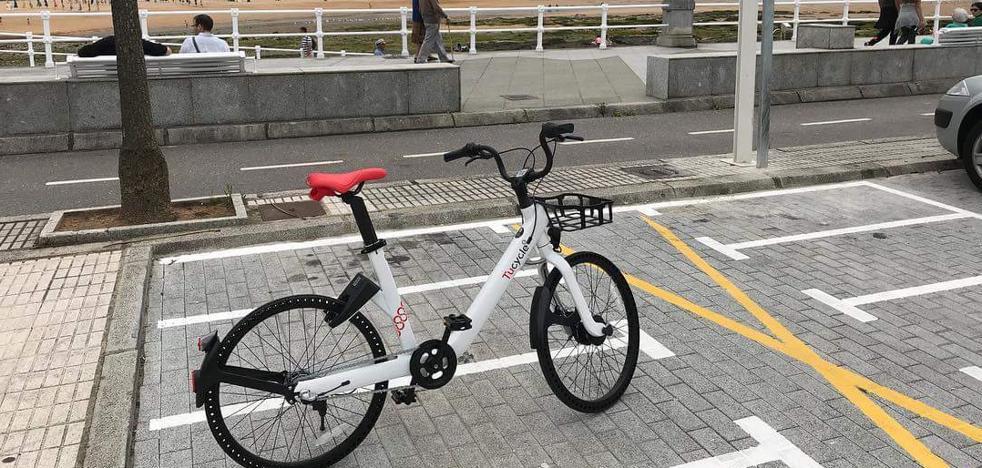 Suprimen plazas de aparcamiento en Gijón para dar espacio a las nuevas bicis de alquiler