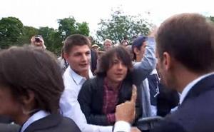 El joven al que riñó Macron «está bastante mal»
