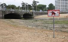 El Ayuntamiento de Gijón prohíbe los baños en la desembocadura del Piles