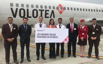 Volotea celebra la llegada de su pasajera número 600.000 en Asturias