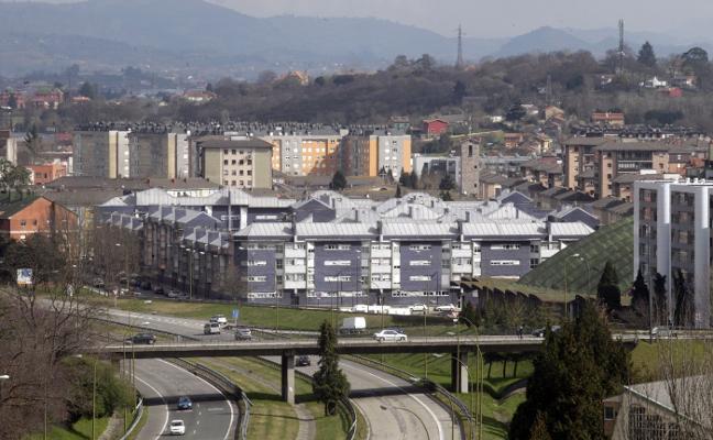 El plan de Santullano arrancará por la concesión de ayudas sociales a los barrios de la autopista