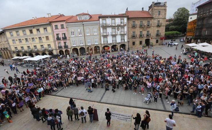 Avilés sale a la calle en protesta contra la libertad provisional para 'La Manada'