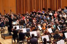 Pablo González dirige en el Auditorio a la OSPA y Oviedo Filarmonía