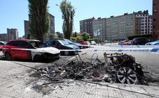 Arden cinco coches en Oviedo