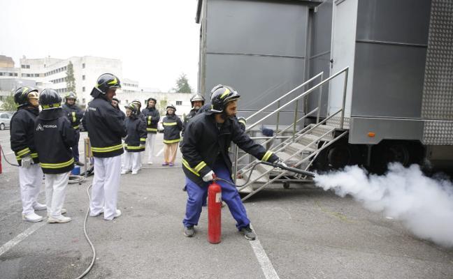 La plantilla del Hospital Valle del Nalón se forma contra los incendios