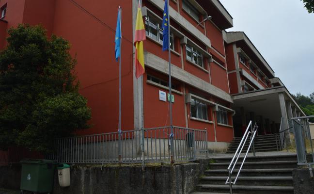 El colegio público de Pola de Allande suprimirá sus barreras arquitectónicas