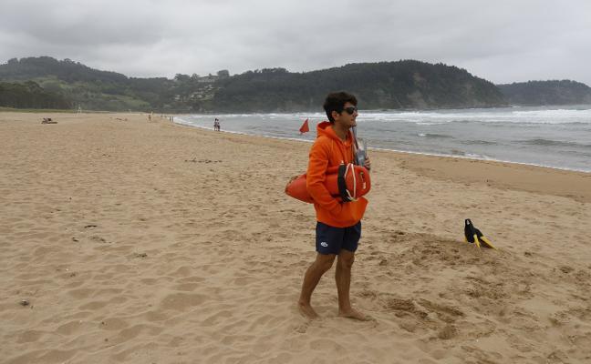 Villaviciosa ve «insuficiente» la ayuda regional para la limpieza de playas