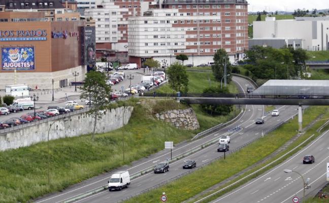 La falta de alternativa al parking de Los Prados bloquea el proyecto del bulevar de Santullano