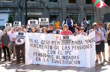 Los vecinos de La Camocha toman las calles de Oviedo para protestar por los desahucios