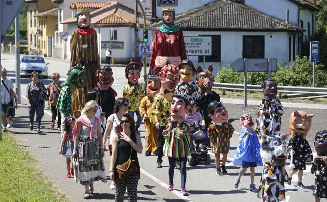 Amandi estrena cabezudos en San Juan para acercar la tradición a los niños