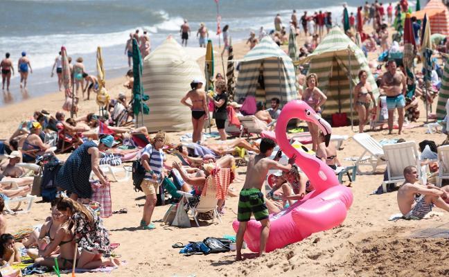 Asturias estrena su verano en la playa