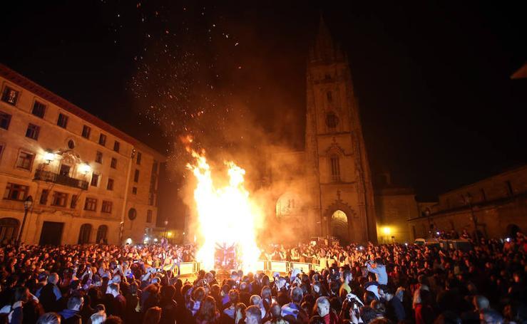 Oviedo se enciende con la noche de San Juan