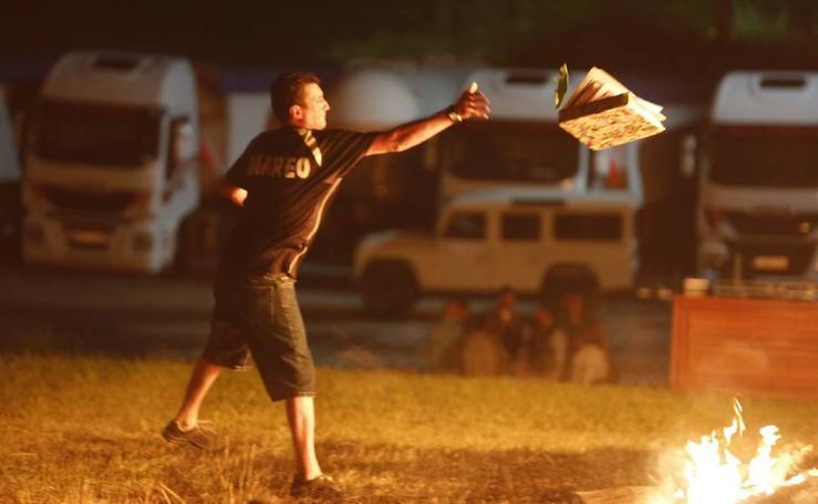Danza en torno al fuego de San Juan