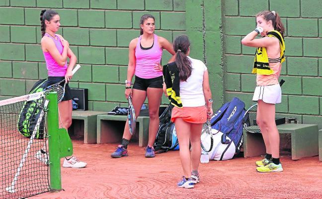 Cincuenta raquetas a por La Manzana