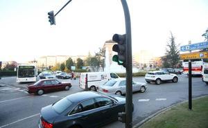 Tres coches colisionan por alcance en la plaza de Castilla