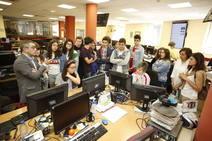 Visita a EL COMERCIO de alumnos de 2º y 3º de la ESO del IES Elisa y Luis Villamil de Vegadeo